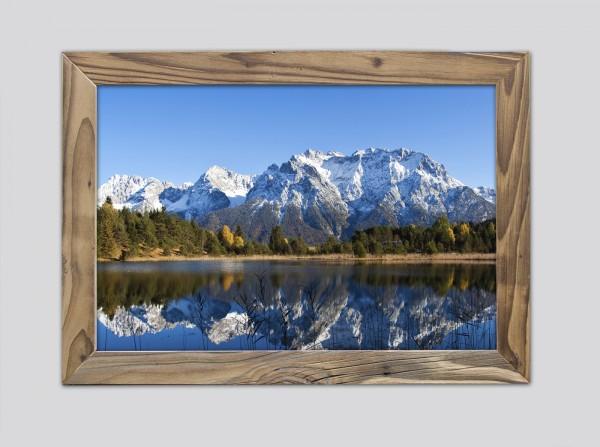 Luttensee-mit-Blick-auf-das-Karwendel-im-Altholzrahmen