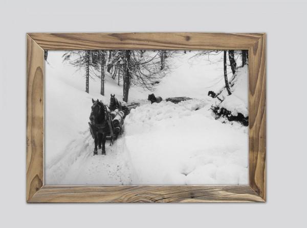 Holzfuhrwerk-im-Winter-im-Altholzrahmen