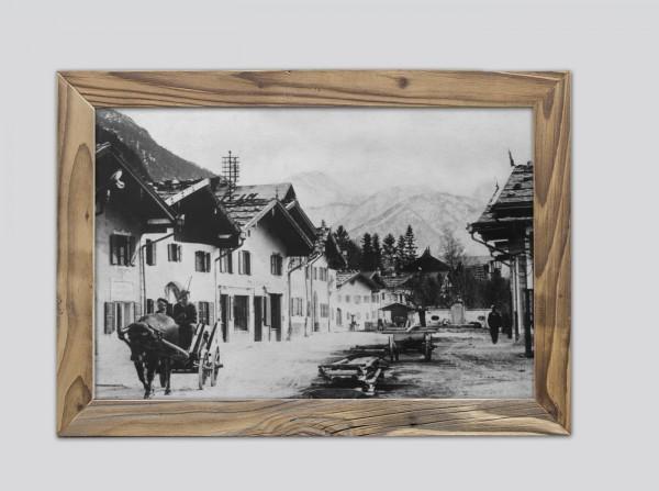 Mittenwalder-Obermarkt-um-1930-im-Altholzrahmen