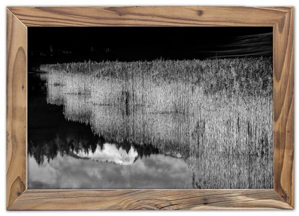 Spiegelung-Bergsee-altholzrahmen