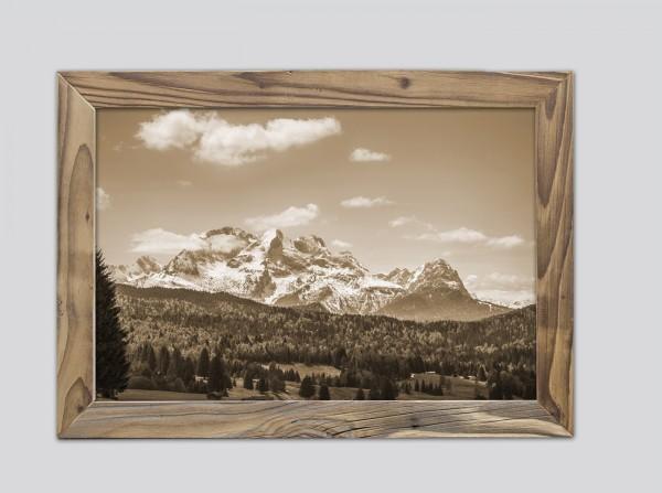 Alpspitze mit Wettersteingebirge im Altholzrahmen
