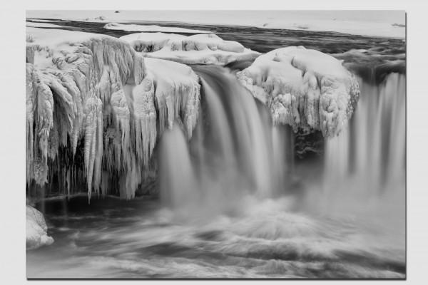 Stoffset Wasserfall in schwarzweiß