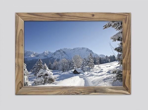 winterlicher-Karwendelblick-im-Altholzrahmen