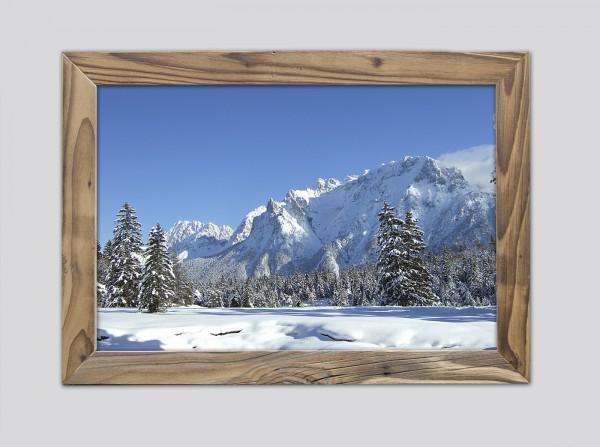 Karwendelblick-im-Winter-im-Altholzrahmen
