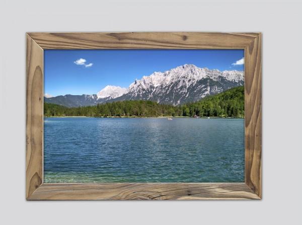 Lautersee-im-Sommer-im-Altholzrahmen