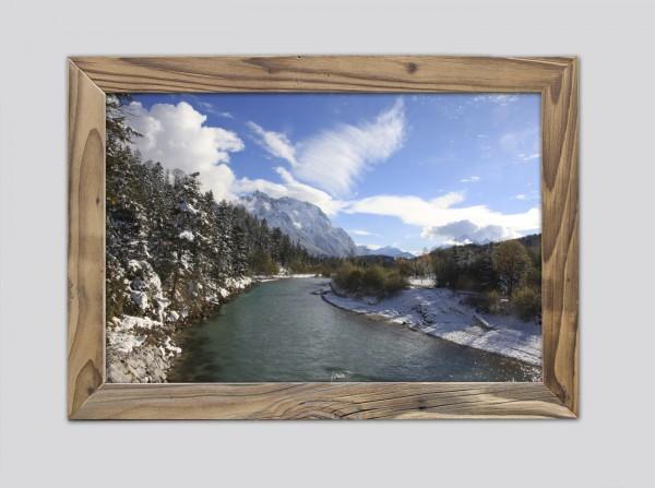 Isar-mit-Blick-auf-Karwendel-im-altholzrahmen