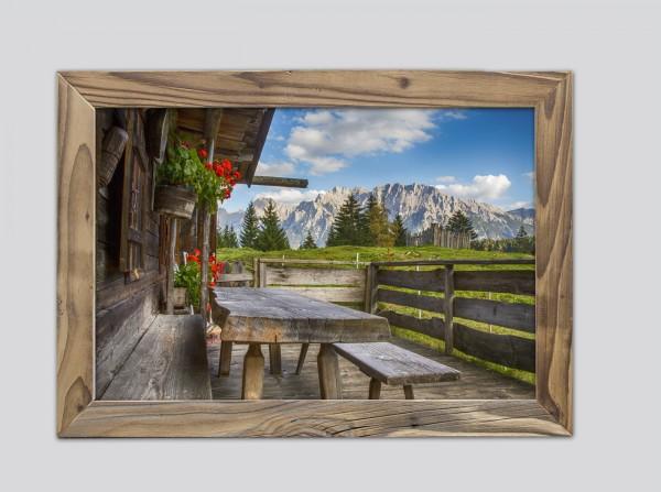 Almhütte-im-Altholzrahmen