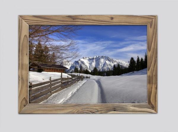Winterlandschaft-bei-Mittenwald-im-Altholzrahmen
