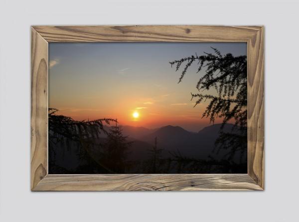 Sonnenuntergang an der Mittenwalder Hütte im Altholzrahmen