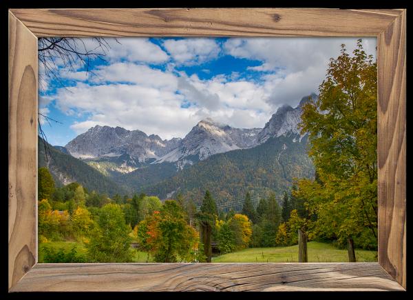 Blick-vom-Kranzberg-auf-Karwendel-im-Altholzrahmen