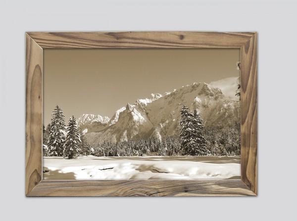 Winterlandschaft-sepia-Karwendelblick-Altholzrahmen