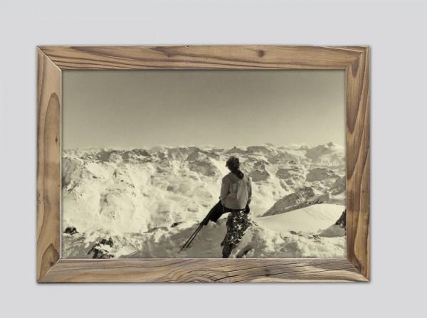 Gipfelblick-im-Winter-im-Altholzrahmen