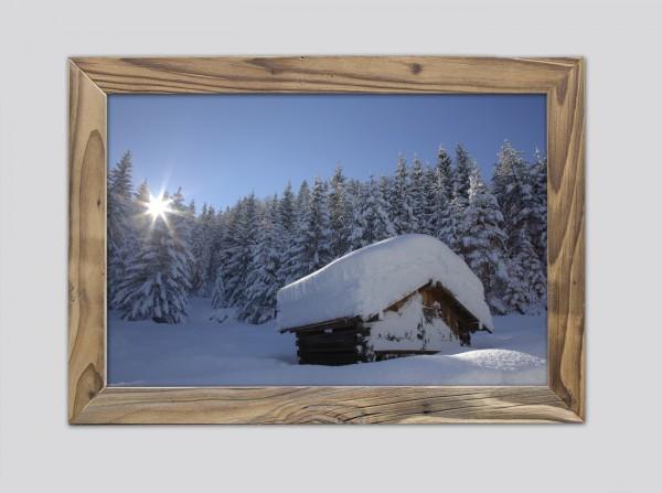 Heustadl-im-Winter-im-Altholzrahmen