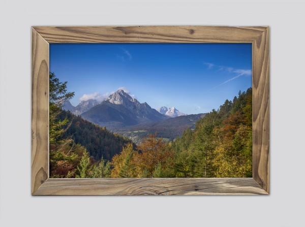 Wetterstein-im-Herbst-Altholzrahmen