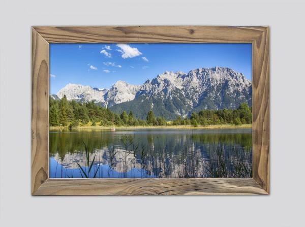 Luttensee-im-Sommer-im-Altholzrahmen