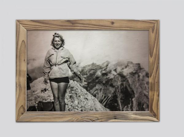 Gipfelstürmerin-im-Altholzrahmen