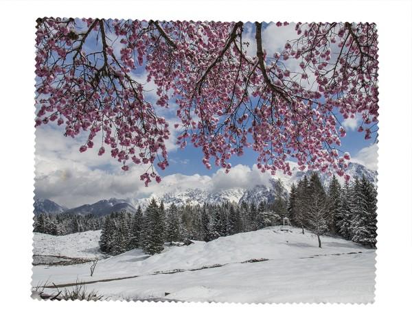 verschneiter Kirschbaum